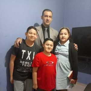 Tiago Pereira Martins com os filhos