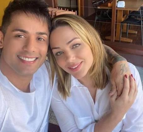 Já Tiago, tem curtido o início de namoro Tania Mara, que também é cantora. O relacionamento veio à tona há poucas semanas e surpreendeu os seguidores que já torcem pelo casal