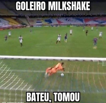 Tiago Volpi é alvo de memes após falha contra o Fortaleza