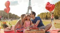 Em Paris, Ticiane Pinheiro comemora os 9 anos da filha Rafinha Justus ()