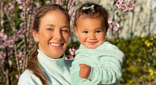 Ticiane posa ao lado da filha caçula Manuella