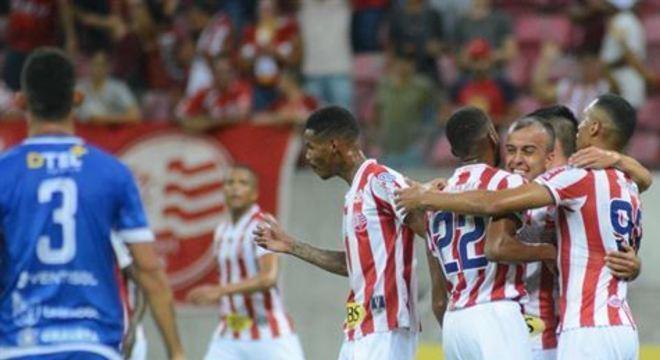 Timbu venceu de virada, por 2x1, na Arena de Pernambuco; Matheus Carvalho e Salatiel fizeram os gols alvirrubros