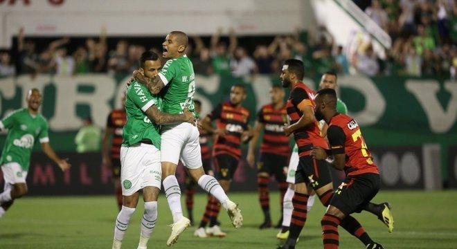 Time catarinense começou de maneira avassaladora, tomou susto, mas confirmou o 2 a 1 Crédito: Sirli Freitas / Chapecoense / Divulgação CP