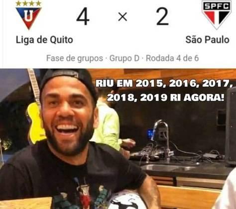 Time comandado por Fernando Diniz foi ao Equador e saiu com uma derrota que complica a situação do time na Libertadores. Na web, os rivais não perdoaram e postaram zoações com o técnico do Tricolor, Daniel Alves com o tantã e até o famoso meme
