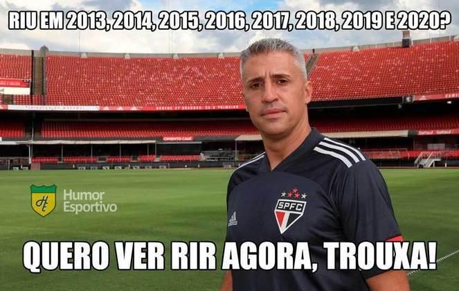 Time comandado por Hernán Crespo venceu o Palmeiras por 2 a 0 e conquistou o Campeonato Paulista após 16 anos. Nas redes sociais, os torcedores festejaram com memes e provocaram o tríplice vice do rival na temporada. Veja os memes! (Por Humor Esportivo)