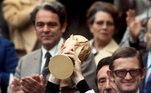 Na zaga central, o vencedor foi o alemão Franz Beckenbauer, campeão mundial em 1974