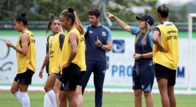 Time feminino do Santos, comandado por Emily Lima