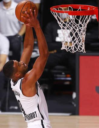 Timothe Luwawu-Cabarrot  (Brooklyn Nets) 7,5 - Com seis cestas de três, o francês saiu do banco para anotar 26 pontos e ser o cestinha da equipe no embate