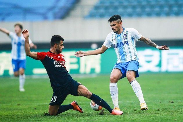Tiquinho Soares (30 anos) - atacante - Time: Tianjin Teda - contrato até dezembro de 2023