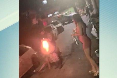 Vídeo mostra policial atirando em jovem durante ação