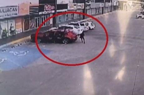 Atiradores desceram de carro disparando contra policial
