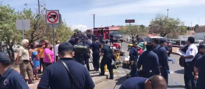 Equipes da polícia e de resgate atuavam no local dos disparos