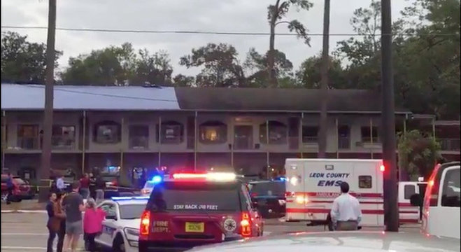 Polícia atende vítimas de tiroteio em aula de ioga, na Flórida