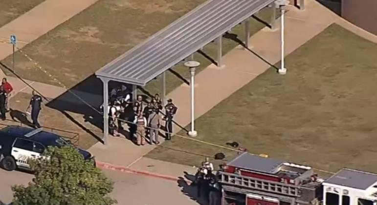 Tiroteio em escola no Texas deixa quatro feridos, três pessoas foram levadas ao hospital