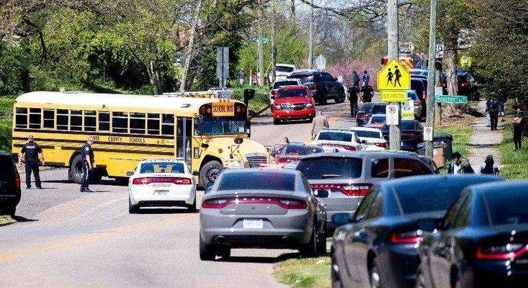 Duas pessoas foram baleadas na tarde desta segunda-feira (12), em Knoxville