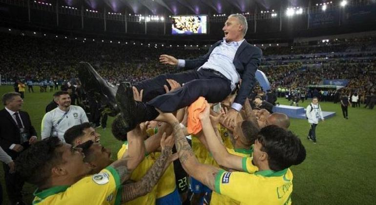 Os jogadores perceberam. Se boicotarem a Copa América, Tite não fica na seleção