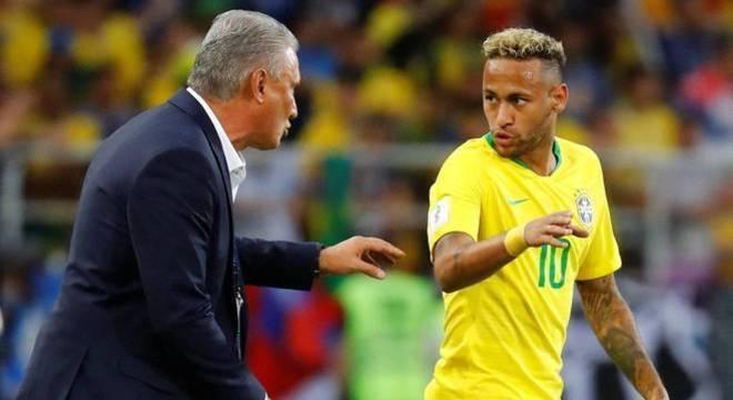 Pronto para fixar Neymar como meia, circulando livre por todo o ataque
