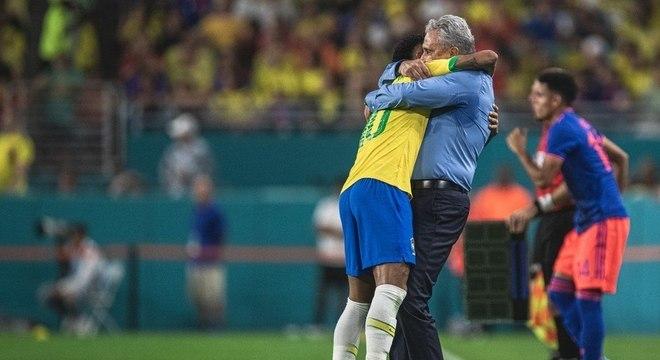 Tite diz que não. Mas permite privilégios inimagináveis a Neymar