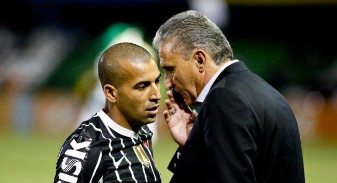 """Na primeira bola, dá no meio deles"", teria dito Tite a Sheik, na final do Mundial"