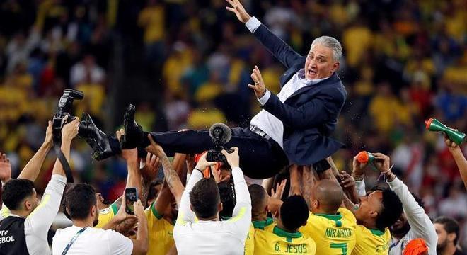 Tite quer usar as Eliminatórias Sul-Americanas para recuperar o prestígio perdido na Copa