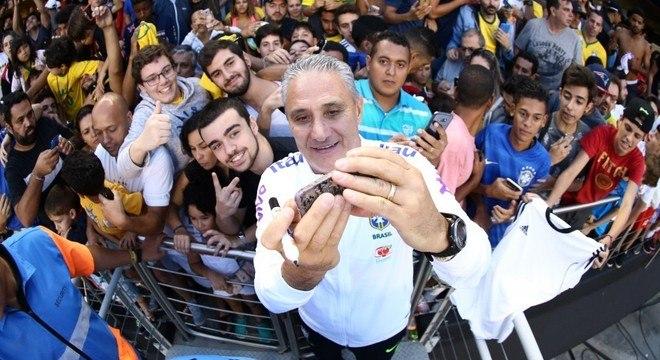 Tite precisa resgatar os torcedores brasileiros. O vexame na Rússia pesa