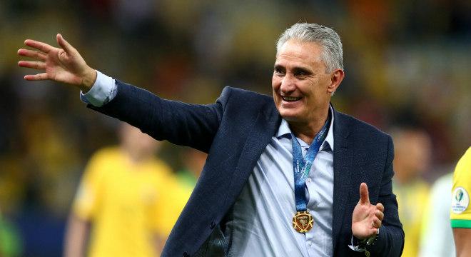 Tite celebrou Copa América de medalha no peito no Maracanã, no Rio