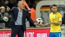 Tite não chamou, mas avisou Daniel Alves. A vaga do veterano está encaminhada para a Copa