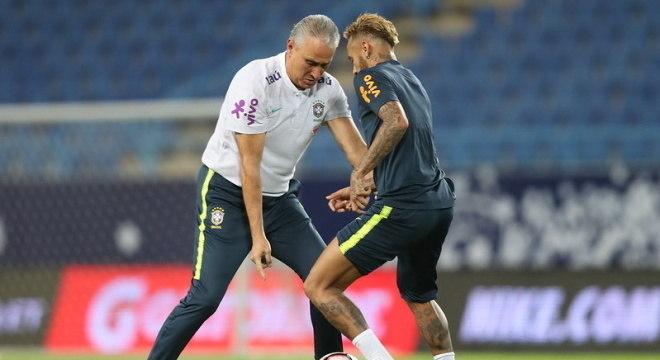 Tite e Neymar em treino da seleção brasileira