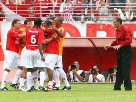 Tite passou por Corinthians, Palmeiras e Atlético-MG sem brilho. Em 2008, foi chamado para treinar o Internacional, onde foi campeão da Sul-Americana de 2008 e do Gauchão de 2009, crescendo novamente na carreira.