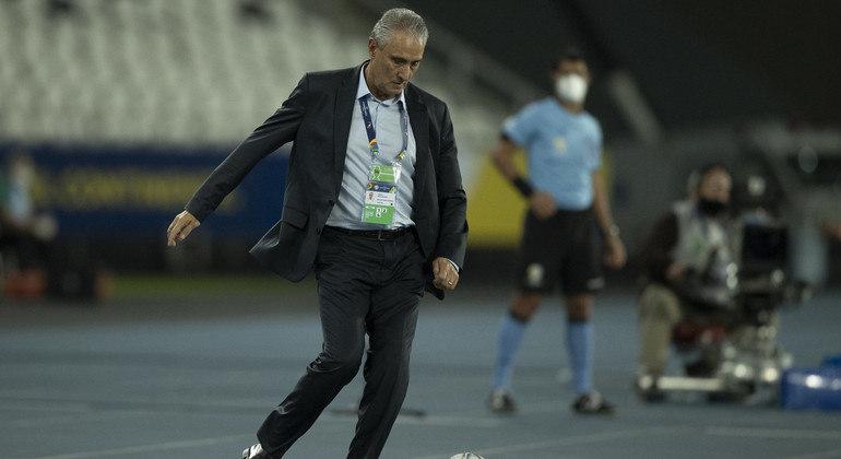 Tite faz mistério, mas indica mudanças na seleção para o confronto contra o Equador