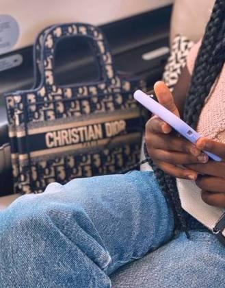 Giovanna mostrou o estilo da filha, que usava uma bolsa de Christian Dior