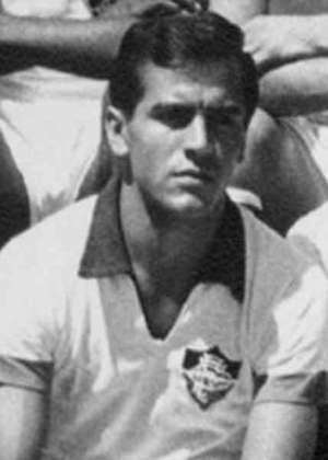 Tito, meia, além de Riva, zagueiro.