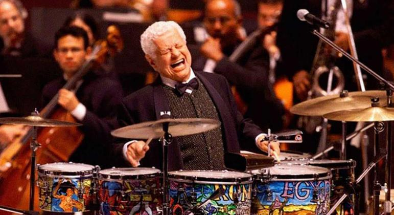 Tito Puente com seus timbales