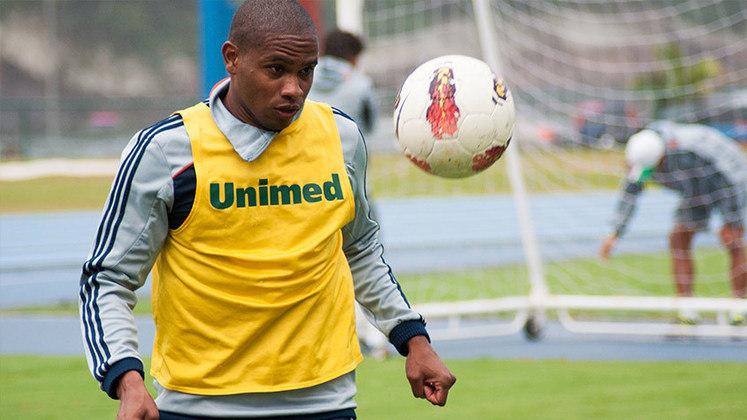 Titular no jogo decisivo do título do Fluminense, VALENCIA ainda teve uma passagem apagada no Santos. Depois, foi para o Atlético Nacional, onde encerrou sua carreira.