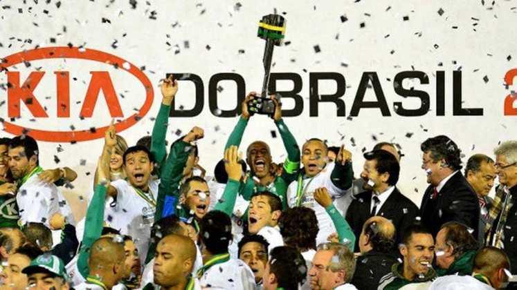 Título Copa do Brasil 2012: Sem estrelas e sob o comando do copeiro Felipão, o Palmeiras fez da Arena Barueri a sua casa durante as obras do Allianz Parque e conquistou o bicampeonato do torneio nacional com gol do atacante Betinho, no empate contra o Coritiba por 1 a 1, no Couto Pereira.