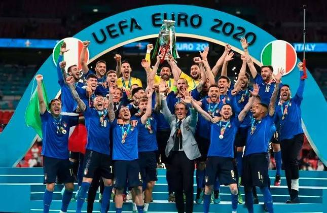 Títulos conquistados: Copa do Mundo de 1934, Copa do Mundo de 1938, Copa do Mundo de 1982, Copa do Mundo de 2006, Eurocopa de 1968 e Eurocopa de 2020 (foto)