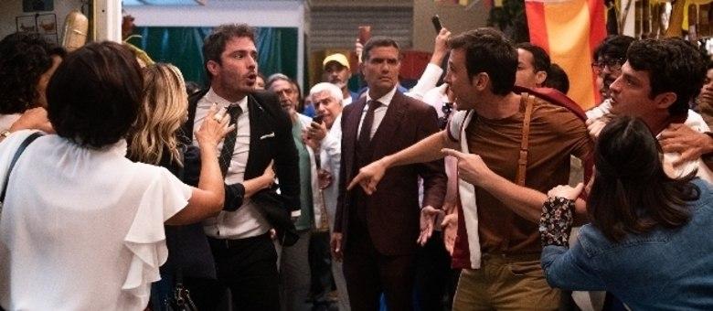 Tobias e José Antônio brigam por causa de Donatella