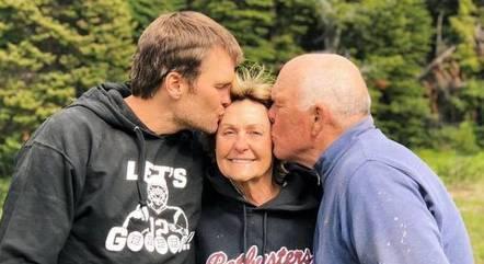 Tom Brady e os pais, Tom Brady Sr. e Galynn