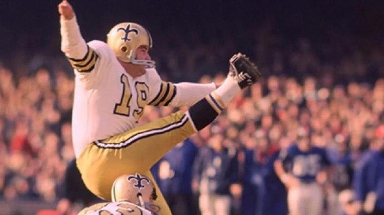 Tom Dempsey, ex-jogador de futebol americano, morreu no dia 5 de abril, aos 73 anos. Ele se tornou uma lenda do esporte ao se tornar recordista por um chute de 63 jardas (57 metros), dado em 1970, quando jogava pelo New Orleans Saints. Tom foi o detentor do recorde na NFL até o ano de 2013.