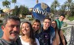 Veiga também publicou uma fotografia com a família na Disney, na Flórida, no dia 6 de fevereiro de 2019. Sem nenhuma legenda, a imagem possui apenas alguns comentários de amigos. 'Só gente bonita e elegante', falou uma pessoa. 'Pessoas do bem', afirmou outra