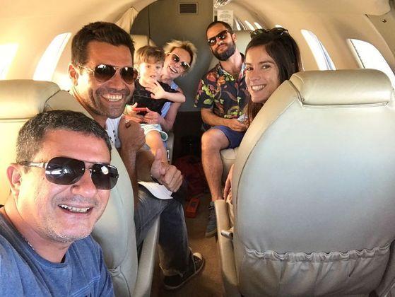 A primeira postagem foi feita na madrugada desta sexta-feira (27) e mostra o ator alimentando pássaros, durante uma viagem para Arraial do Cabo, em 2018
