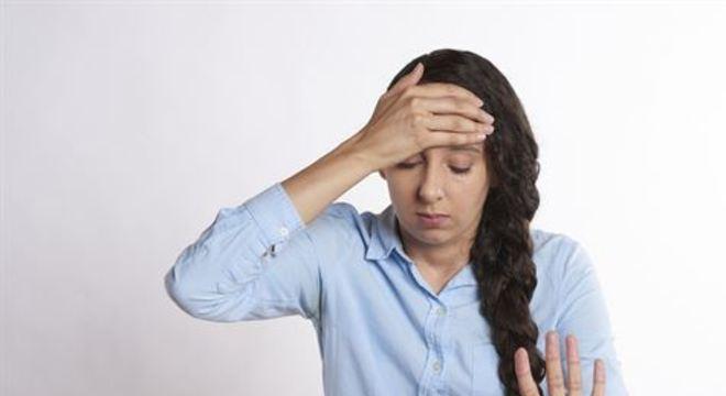 Tontura, dor de cabeça, perda de coordenação muscular e sonolência são sintomas que têm ocorrido aos pacientes da Covid-19