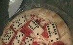 Uma pizza que te faz lembrar da terceira idade jogando dominó na praça