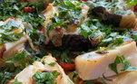 Na Páscoa, é claro que não falta um bacalhau suculento na casa do apresentador do Top Chef Brasil!