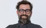 """César Scolari, de 39 anos, nasceu em Alvorada do Sul (PR) e atualmente mora em Sâo Paulo (SP). César conquistou os jurados e os outros competidores com a sua energia e leveza na cozinha. """"Participar do Top Chef é um sonho e uma oportunidade única"""