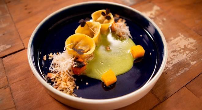 Veja a receita de Tortellini de cordeiro com molho de mate e moranga caramelizada