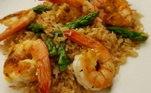A chef Gislyne Marques preparou um dos seus queridinhos:arroz frito, camarão e aspargos. Além de perfumado e muito saboroso!Acompanhe a reta final doTop Chef Brasil!Toda sexta-feira, a partir das 23h00, na tela daRecord TV