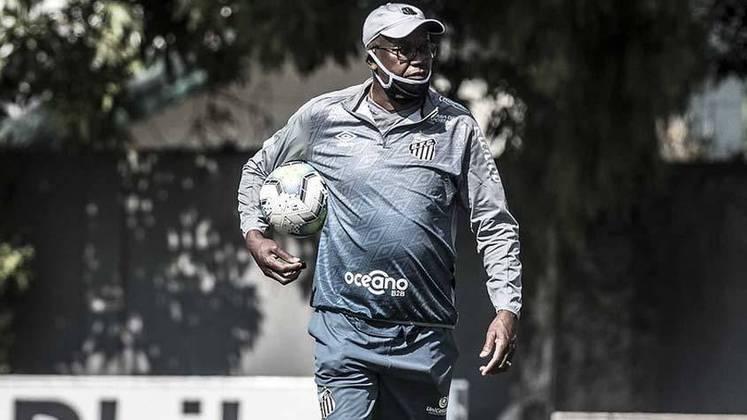 TOP: Logo na chegada, Cuca reintegrou Serginho Chulapa. O ex-atacante é auxiliar permanente do clube, muito querido pelos atletas, mas havia sido afastado pela comissão técnica anterior.