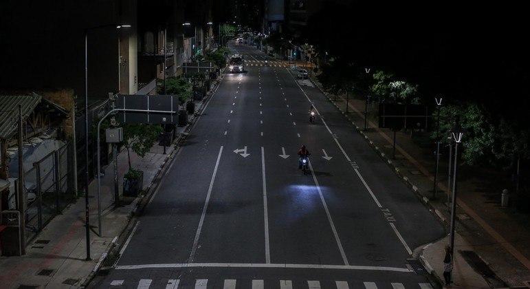 Jogos apenas após às 20 horas. Quando começa o toque de recolher em São Paulo, propõe a FPF