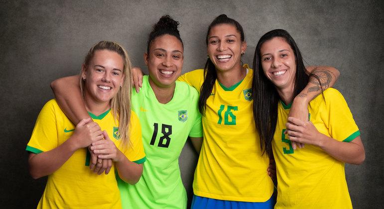 As jogadoras Andressinha, Leticia, Bia Zaneratto e Julia
